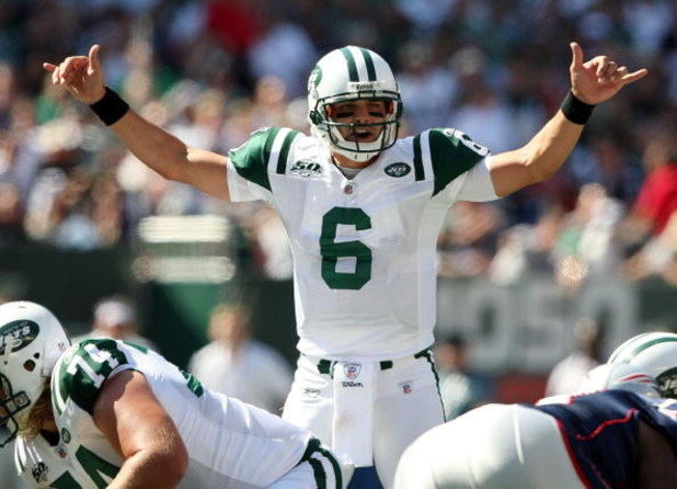 EAST RUTHERFORD, NJ - SEPTEMBER 20:  Mark Sanchez #6 of the New York Jets calls a play against the New England Patriots at Giants Stadium on September 20, 2009 in East Rutherford, New Jersey.  (Photo by Nick Laham/Getty Images)