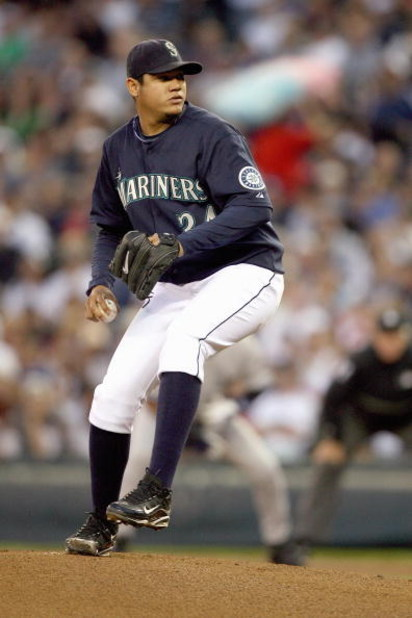 SEATTLE - SEPTEMBER 18:  Felix Hernandez #34 of the Seattle Mariners pitches during the game against the New York Yankees on September 18, 2009 at Safeco Field in Seattle, Washington. (Photo by Otto Greule Jr/Getty Images)