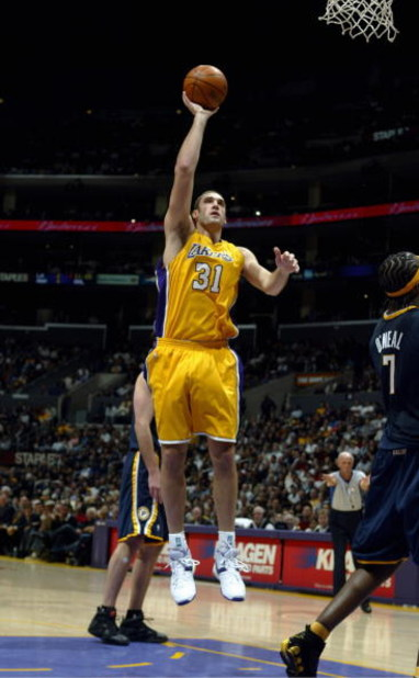 LOS ANGELES - JANUARY 9:  Chris Mihm #31 of the Los Angeles Lakers shoots a layup during the game with the Indiana Pacers at Staples Center on January 9, 2006 in Los Angeles, California. The Lakers won 96-90. NOTE TO USER: User expressly acknowledges and