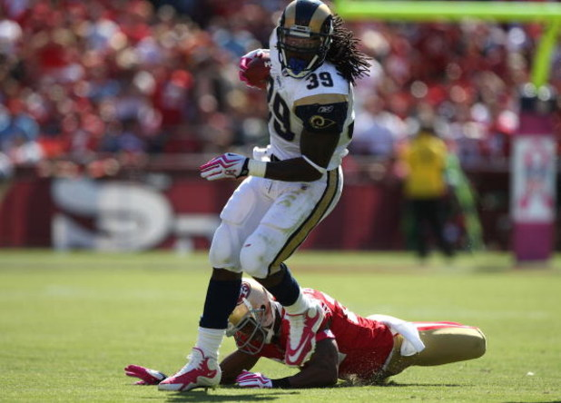 SAN FRANCISCO - OCTOBER 04:  Steven Jackson #39 of the the St. Louis Rams runs against the San Francisco 49ers during an NFL game on October 4, 2009 at Candlestick Park in San Francisco, California.  (Photo by Jed Jacobsohn/Getty Images)