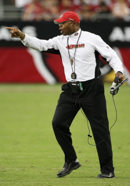 GLENDALE, AZ - SEPTEMBER 13:  Head coach  Mike Singletary of the San Francisco 49ers calls to players during the NFL game against the Arizona Cardinals at the Universtity of Phoenix Stadium on September 13, 2009 in Glendale, Arizona.  The 49ers defeated t