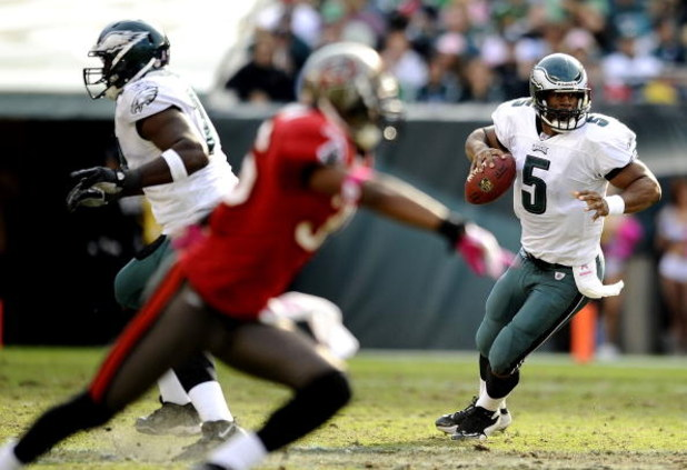 PHILADELPHIA - OCTOBER 11:  Donovan McNabb #5 of the Philadelphia Eagles looks for an open man in a game against the Tampa Bay Buccaneers at Lincoln Financial Field on October 11, 2009 in Philadelphia, Pennsylvania.  (Photo by Jeff Zelevansky/Getty Images