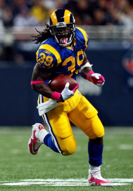 ST. LOUIS - OCTOBER 11:  Running back Steven Jackson #39 of the St. Louis Rams runs the ball against the Minnesota Vikings at Edward Jones Dome on October 11, 2009 in St. Louis, Missouri.  (Photo by Ronald Martinez/Getty Images)