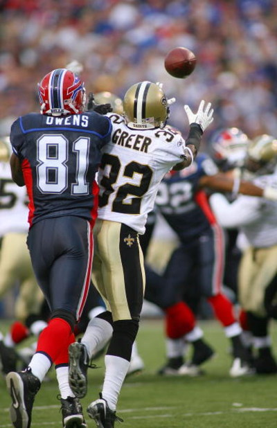 ORCHARD PARK, NY - SEPTEMBER 27: Jabari Greer #32 of the New Orleans Saints steps in front of Terrell Owens #81 of the Buffalo Bills to break up a pass intended for Owens at Ralph Wilson Stadium on September 27, 2009 in Orchard Park, New York.  (Photo by