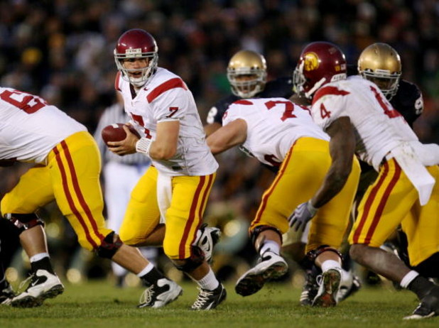 SOUTH BEND, IN - OCTOBER 17:  Quarterback Matt Barkley #7 of the USC Trojans looks to hand off the ball against the Notre Dame Fighting Irish during the fourth quarter of the game at Notre Dame Stadium on October 17, 2009 in South Bend, Indiana. USC won t
