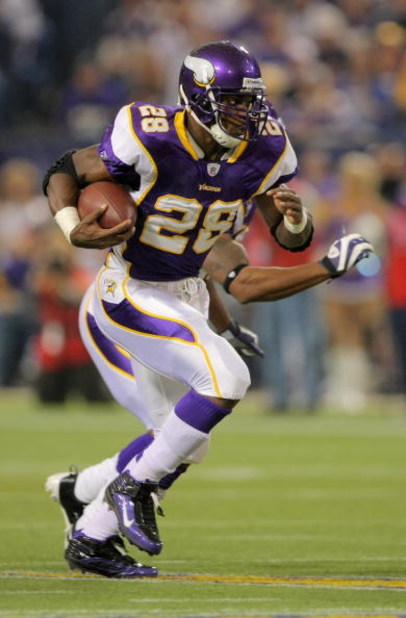 MINNEAPOLIS - OCTOBER 18:  Running back Adrian Peterson #28 of the Minnesota Vikings rushes the ball against the Baltimore Ravens during NFL action at Hubert H. Humphrey Metrodome on October 18, 2009 in Minneapolis, Minnesota.  (Photo by Doug Pensinger/Ge