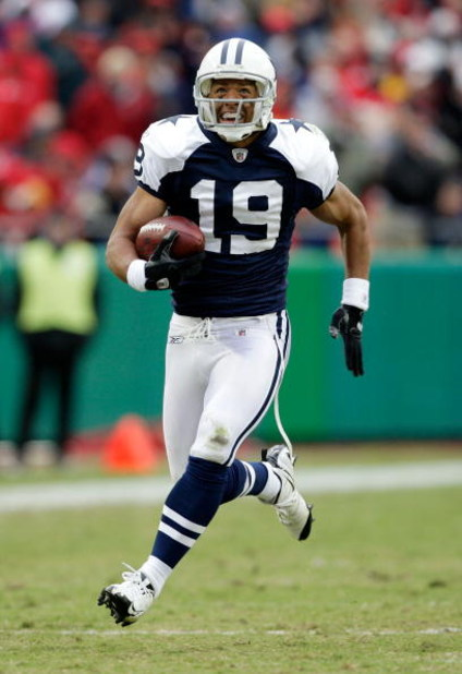 KANSAS CITY, MO - OCTOBER 11:  Miles Austin #19 of the Dallas Cowboys breaks a tackle and continues to the endzone for the first of his two touchdowns during the game against the Kansas City Chiefs on October 11, 2009 at Arrowhead Stadiumin Kansas City, M