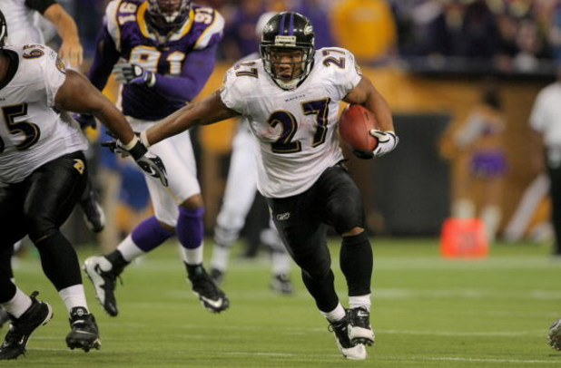 MINNEAPOLIS - OCTOBER 18:  Running back Ray Rice #27 of the Baltimore Ravens rushes against the Minnesota Vikings during NFL action at Hubert H. Humphrey Metrodome on October 18, 2009 in Minneapolis, Minnesota. The Vikings defeated the Ravens 33-31.  (Pho