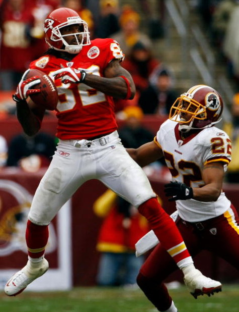 LANDOVER, MD - OCTOBER 18:  Dwayne Bowe #82 of the Kansas City Chiefs catches a pass as Carlos Rogers #22 of the Washington Redskins defends during their game October 18, 2009 at FedEx Field in Landover, Maryland.The Chiefs won the game 14-6.  (Photo by W