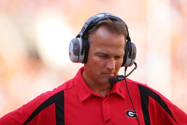 KNOXVILLE, TN - OCTOBER 06: Head coach Mark Richt of the Georgia Bulldogs watches on against the Tennessee Volunteers at Neyland Stadium on October 6, 2007 in Knoxville, Tennessee. (Photo by Streeter Lecka/Getty Images)
