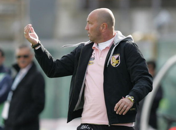 LIVORNO, ITALY - OCTOBER 18:  Head coach Walter Zenga of Palermo gestures during the Serie A match played between AS Livorno Calcio and US Citta' di Palermo at Stadio Armando Picchi on October 18, 2009 in Livorno, Italy.  (Photo by Gabriele Maltinti/Getty