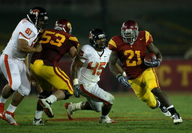 LOS ANGELES, CA - OCTOBER 24:  Running back Allen Bradford #21 of the USC Trojans breaks away from  linebacker David Pa'aluhi #45 of the Oregon State Beavers  on a 43 yard touchdown run in the third quarter on October 24, 2009 at the Los Angeles Coliseum