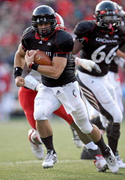 CINCINNATI - OCTOBER 24:  Zach Collaros #12 of the Cincinnati Bearcats runs with the ball during the Big East Conference game against the Louisville Cardinals at Nippert Stadium on October 24, 2009 in Cincinnati, Ohio.  (Photo by Andy Lyons/Getty Images)