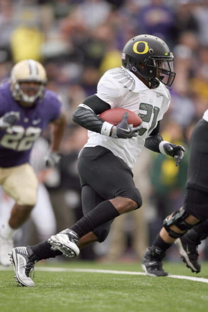 SEATTLE - OCTOBER 24: LaMichael James #21 of the Oregon Ducks carries the ball during the game against the Washington Huskies on October 24, 2009 at Husky Stadium in Seattle, Washington. The Ducks defeated the Huskies 43-19. (Photo by Otto Greule Jr/Getty