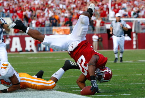 TUSCALOOSA, AL - OCTOBER 24:  Mark Ingram #22 of the Alabama Crimson Tide is upended after leaping for more yardage against the Tennessee Volunteers at Bryant-Denny Stadium on October 24, 2009 in Tuscaloosa, Alabama.  (Photo by Kevin C. Cox/Getty Images)