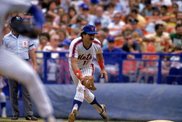 FLUSHING, NY - 1988:  First baseman Keith Hernandez #17 of the New York Mets fields a grounder during a 1988 game at Shea Stadium in Flushing, New York.  (Photo by Mike Powell/Getty Images)