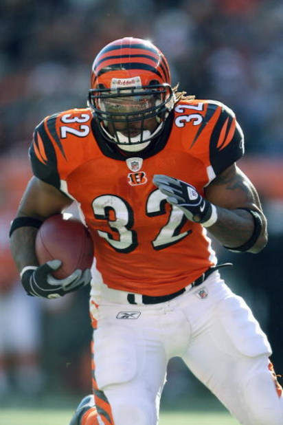 CINCINNATI - DECEMBER 28:  Cedric Benson #32 of the Cincinnati Bengals carries the ball during the NFL game against the Kansas City Chiefs on December 28, 2008 at Paul Brown Stadium in Cincinnati, Ohio.  (Photo by Andy Lyons/Getty Images)