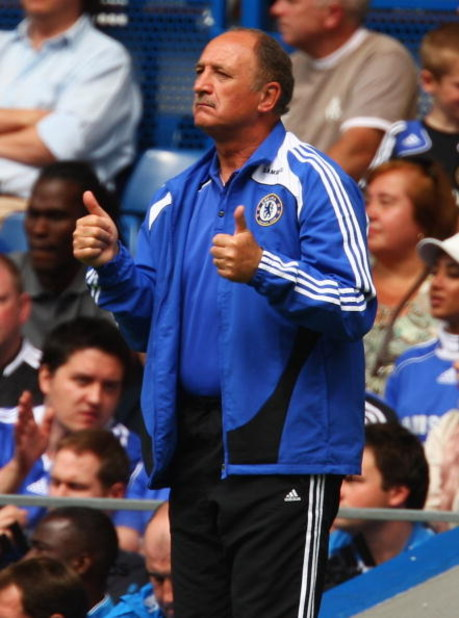 LONDON - AUGUST 17:  Luiz Felipe Scolari manager of Chelsea gestures during the Barclays Premier League match between Chelsea and Portsmouth at Stamford Bridge on August 17, 2008 in London, England.  (Photo by Richard Heathcote/Getty Images)