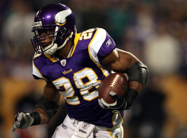 MINNEAPOLIS - JANUARY 4:   Adrian Peterson #28 of the Minnesota Vikings carries the ball in the first half against the Philadelphia Eagles during the NFC Wild Card playoff game on January 4,2009 at the Hubert H. Humphrey Metrodome in Minneapolis, Minnesot