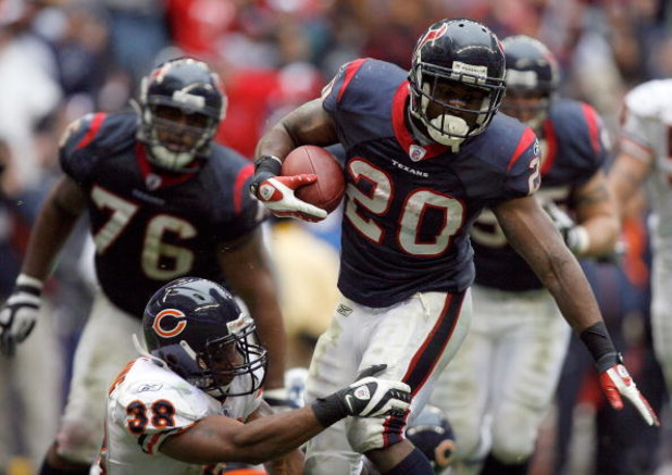 HOUSTON - DECEMBER 28:  Steve Slaton #20 of the Houston Texans is tackled short of the goal line by Danieal Manning #38 of the Chicago Bears during the second half at the Reliant Stadium December 28, 2008 in Houston, Texas.  The Texans won 31-24.  (Photo