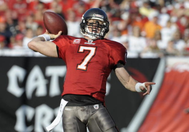 TAMPA, FL - DECEMBER 28: Quarterback Jeff Garcia #7 of the Tampa Bay Buccaneers sets to pass against the Oakland Raiders at Raymond James Stadium on December 28, 2008 in Tampa, Florida.  (Photo by Al Messerschmidt/Getty Images)