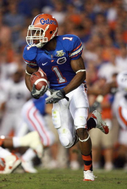 GAINESVILLE, FL - SEPTEMBER 29: Percy Harvin #1 of the Florida Gators carries the ball against the Auburn Tigers at Ben Hill Griffin Stadium September 29, 2007 in Gainesville, Florida. Auburn defeated Florida 20-17. (Photo by Doug Benc/Getty Images)