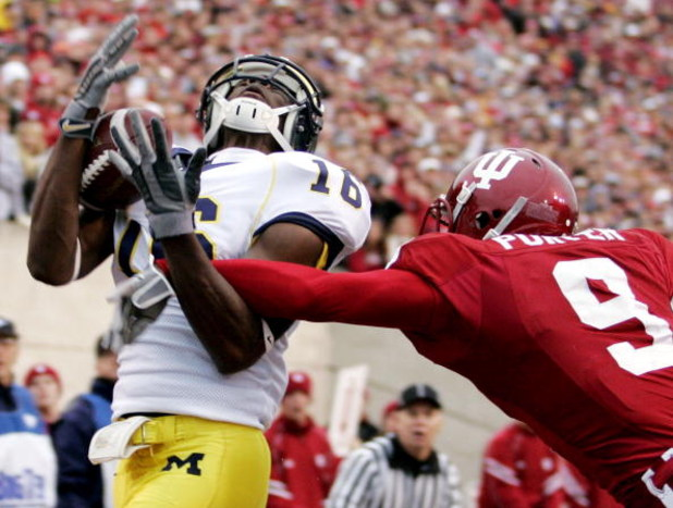 BLOOMINGTON, IN - NOVEMBER 11:  Adrian Arrington #16 of the Michigan Wolverines pulls in a first quater touchdown against Tracy Porter #9 of the Indiana Hoosiers on November 11, 2006 at Memorial Stadium in Bloomington, Indiana.  (Photo by Gregory Shamus/G