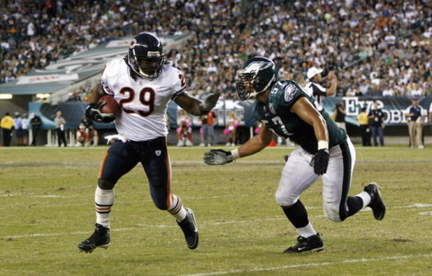 PHILADELPHIA - OCTOBER 21: Adrian Peterson #29 of the Chicago Bears carries the ball against Chris Gocong #57 the Philadelphia Eagles at Lincoln Financial Field October 21, 2007 in Philadelphia, Pennsylvania. (Photo by Kevin C. Cox/Getty Images)