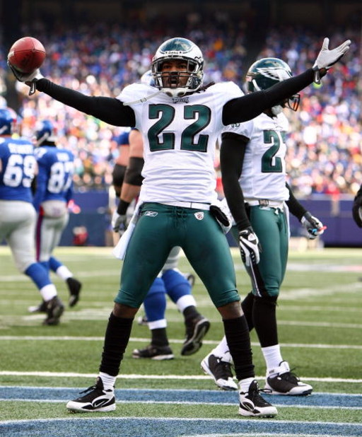 EAST RUTHERFORD, NJ - JANUARY 11:  Asante Samuel #22 of the Philadelphia Eagles celebrates after intercepting a ball against the New York Giants during the NFC Divisional Playoff Game on January 11, 2009 at Giants Stadium in East Rutherford, New Jersey.