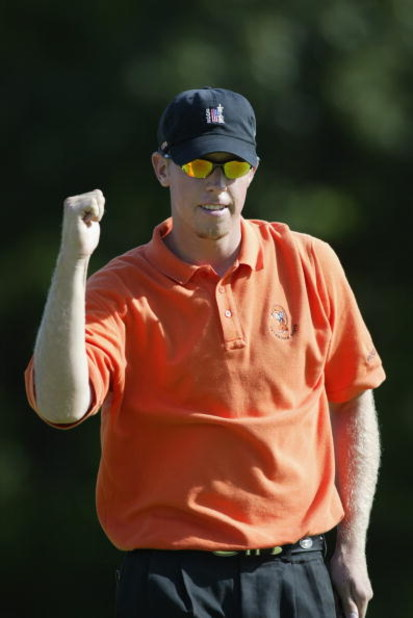 BLOOMFIELD HILLS - August 25: Hunter Mahan pumps his fist during his finals match against Ricky Barnes during the USGA Amateur Championship at Oakland Hills Country Club in Bloomfield Hills, Michigan on August 25, 2002. DIGITAL PICTURE . (Getty Images - T
