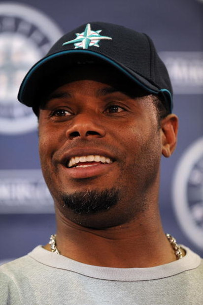 PEORIA, AZ - FEBRUARY 21:  Ken Griffey Jr. speaks with the media regarding his return to the Seattle Mariners during a press conference on February 21, 2009 in Peoria, Arizona.  (Photo by Ronald Martinez/Getty Images)