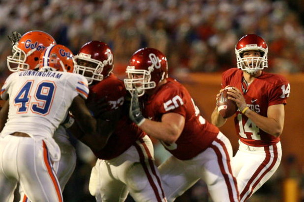 MIAMI - JANUARY 08:  Sam Bradford #14 of the Oklahoma Sooners looks to pass against the Florida Gators during the FedEx BCS National Championship game at Dolphin Stadium on January 8, 2009 in Miami, Florida.  (Photo by Doug Benc/Getty Images)