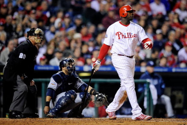 PHILADELPHIA - OCTOBER 26:  Ryan Howard #6 of the Philadelphia Phillies its a two run home run against the Tampa Bay Rays during game four of the 2008 MLB World Series on October 26, 2008 at Citizens Bank Park in Philadelphia, Pennsylvania.  (Photo by Jef