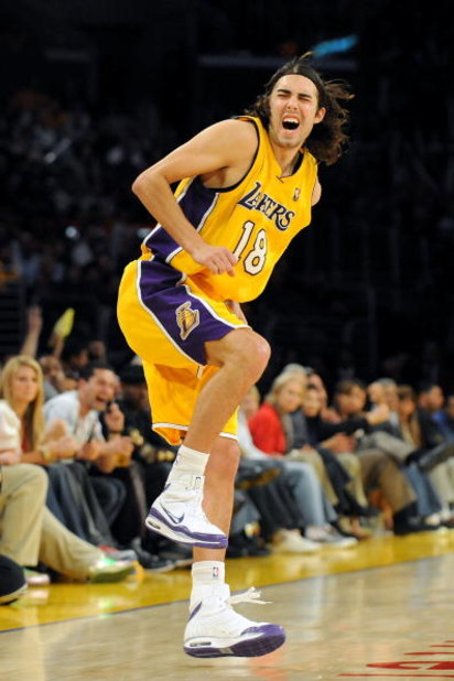 LOS ANGELES, CA - JANUARY 19:  Sasha Vujacic #18 of the Los Angeles Lakers grimaces after he injures his foot during the third quarter against the Cleveland Cavaliers at Staples Center on January 19, 2009 in Los Angeles, California.  (Photo by Harry How/G