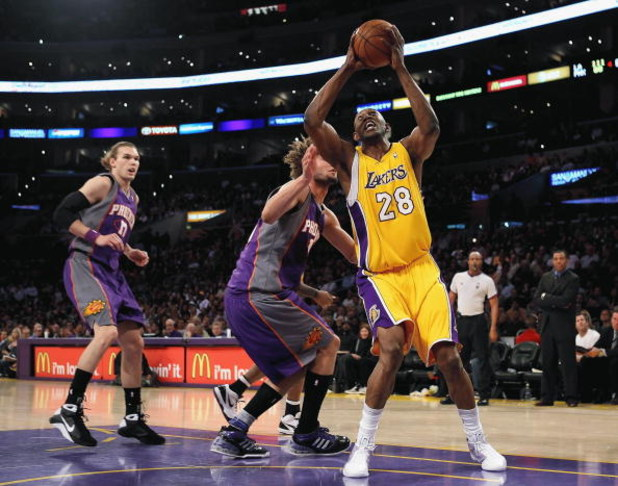 LOS ANGELES, CA - FEBRUARY 26:  Didier Ilunga-Mbenga #28 of the Los Angeles Lakers goes to the basket over Robin Lopez #15 of the Phoeix Suns during the NBA game at Staples Center on February 26, 2009 in Los Angeles, California.  The Lakers defeated the S