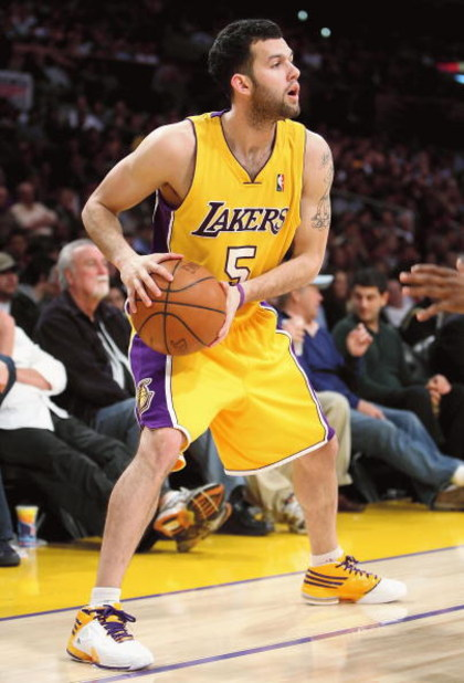 LOS ANGELES, CA - FEBRUARY 26:  Jordan Farmar #5 of the Los Angeles Lakers handles the ball during the NBA game against the Phoenix Suns at Staples Center on February 26, 2009 in Los Angeles, California.  The Lakers defeated the Suns 132-106.  NOTE TO USE