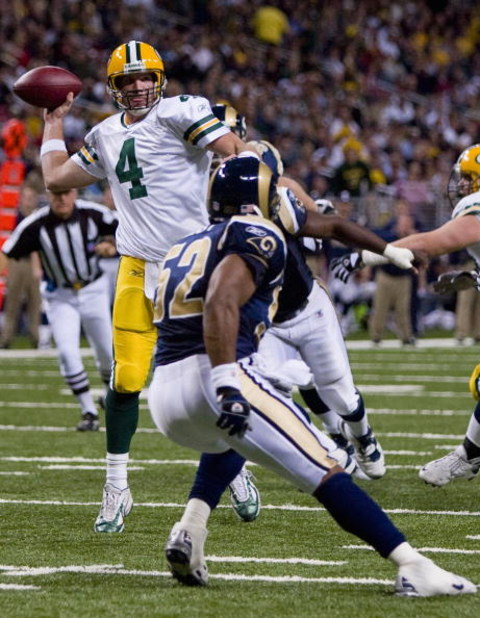 ST. LOUIS, MO - DECEMBER 16: Brett Favre #4 of the Green Bay Packers passes against the St. Louis Rams at the Edward Jones Dome December 16, 2007 in St. Louis, Missouri.  The Packers beat the Rams 33-14.  (Photo by Dilip Vishwanat/Getty Images)