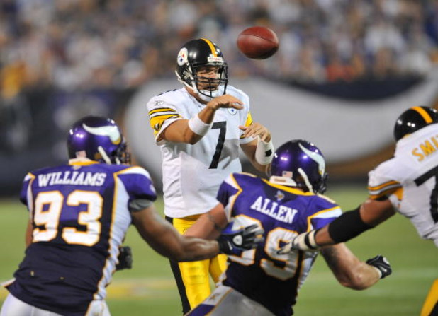 MINNEAPOLIS - AUGUST 23:  Ben Roethlisberger #7 of the  Pittsburgh Steelers passes during a preseason NFL game against the Minnesota Vikings at the Hubert H. Humphrey Metrodome, August 23, 2008 in Minneapolis, Minnesota. The Steelers won the game 12-10.