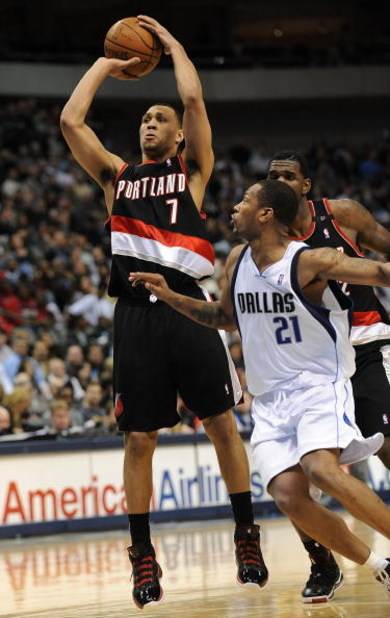 DALLAS - FEBRUARY 04:  Brandon Roy #7 of the Portland Trail Blazers during play against the Dallas Mavericks on February 4, 2009 at American Airlines Center in Dallas, Texas.  NOTE TO USER: User expressly acknowledges and agrees that, by downloading and/o