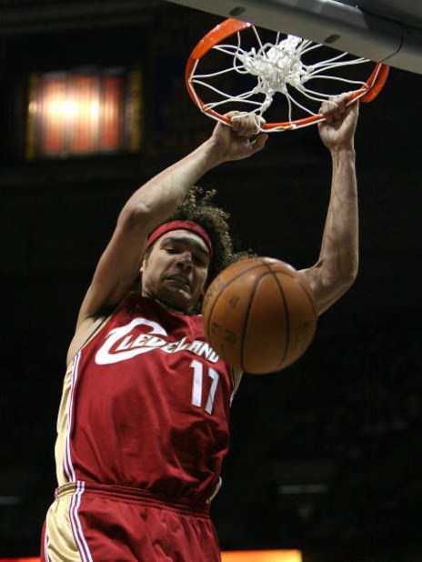 MILWAUKEE - FEBRUARY 20: Anderson Varejao #17 of the Cleveland Cavaliers dunks the ball against the Milwaukee Bucks on February 20, 2009 at the Bradley Center in Milwaukee, Wisconsin. The Cavaliers defeated the Bucks 111-103. NOTE TO USER: User expressly