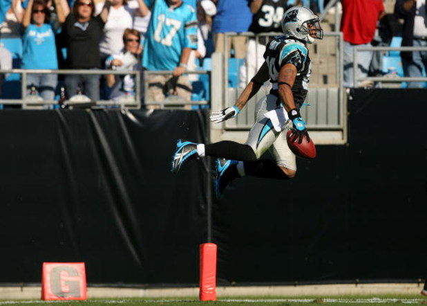 CHARLOTTE, NC - OCTOBER 26:  Steve Smith #89 of the Carolina Panthers jumps into the endzone for a touchdown against the Arizona Cardinals during their game  on October 26, 2008 at Bank of America Stadium in Charlotte, North Carolina.  (Photo by Streeter