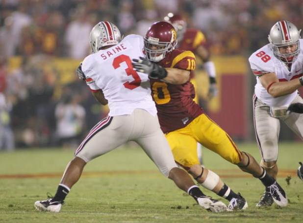 LOS ANGELES - SEPTEMBER 13:  Brian Cushing #10 of the USC Trojans tackles Brandon Saine #33 of the Ohio State Buckeyes in the second quarter of the game on September 13, 2008 at the Los Angeles Memorial Coliseum in Los Angeles, California.  USC won 35-3.