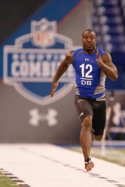 INDIANAPOLIS, IN - FEBRUARY 24:  Defensive back Vontae Davis of Illinois runs the 40 yard dash during the NFL Scouting Combine presented by Under Armour at Lucas Oil Stadium on February 24, 2009 in Indianapolis, Indiana. (Photo by Scott Boehm/Getty Images