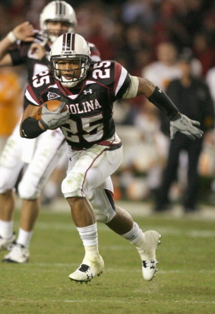 COLUMBIA - NOVEMBER 1:  Mike Davis #25 of the South Carolina Gamecocks carries the ball during the game against the Tennessee Volunteers at Williams-Brice Stadium on November 1, 2008 in Columbia, South Carolina. (Photo by: Streeter Lecka/Getty Images)