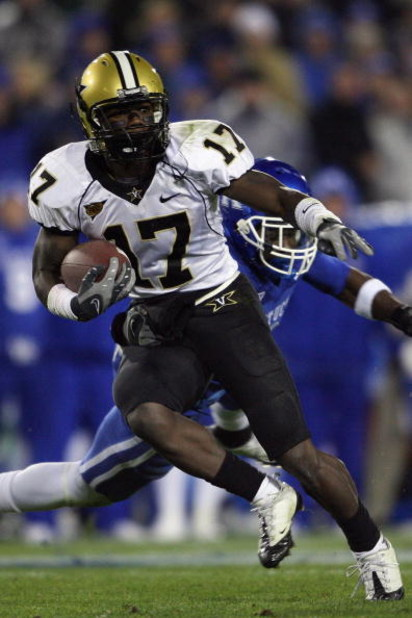 LEXINGTON, KY - NOVEMBER 15:  D.J. Moore #17 of the Vanderbilt Commodores carries the ball during the game against the Kentucky Wildcats on November 15, 2008 at Commonwealth Stadium in Lexington, Kentucky.  (Photo by Andy Lyons/Getty Images)