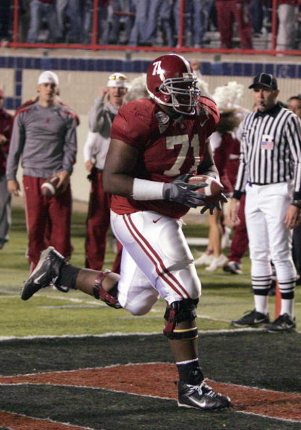 SHREVEPORT, LA - DECEMBER 28:  Andre Smith #71 of Alabama makes a touchdown against Oklahoma State on December 28, 2006 during the PetroSun Independence Bowl at Independence Stadium in Shreveport, Louisiana.  Oklahoma State defeated Alabama 34-31.  (Photo