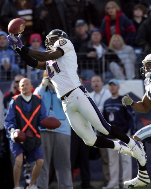 NASHVILLE, TN - NOVEMBER 12: Chris McAlister #21 of the Baltimore Ravens reaches for a pass during the NFL game against the Tennessee Titans on November 12, 2006 at LP Field in Nashville, Tennessee. (Photo by Andy Lyons/Getty Images)