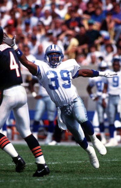 6 SEP 1992:  DEFENSIVE BACK RAY CROCKETT OF THE DETROIT LIONS BLITZES DURING THE LIONS 27-24 LOSS TO THE CHICAGO BEARS AT SOLDIER FIELD IN CHICAGO, ILLINOIS.  Mandatory Credit: Jonathan Daniel/ALLSPORT