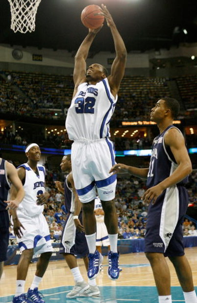 NEW ORLEANS - MARCH 18:  Joey Dorsey #32 of the Memphis Tigers drives to the basket against Ramon Sessions #11 of the Nevada Wolf Pack during round two of the NCAA Men's Basketball Tournament at the New Orleans Arena on March 18, 2007 in New Orleans, Loui