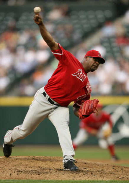 SEATTLE - MAY 15:  Starting pitcher Kelvim Escobar #45 of the Los Angeles Angels of Anahiem pitches against the Seattle Mariners on May 15, 2007 at Safeco Field in Seattle, Washington.  (Photo by Otto Greule Jr/Getty Images)